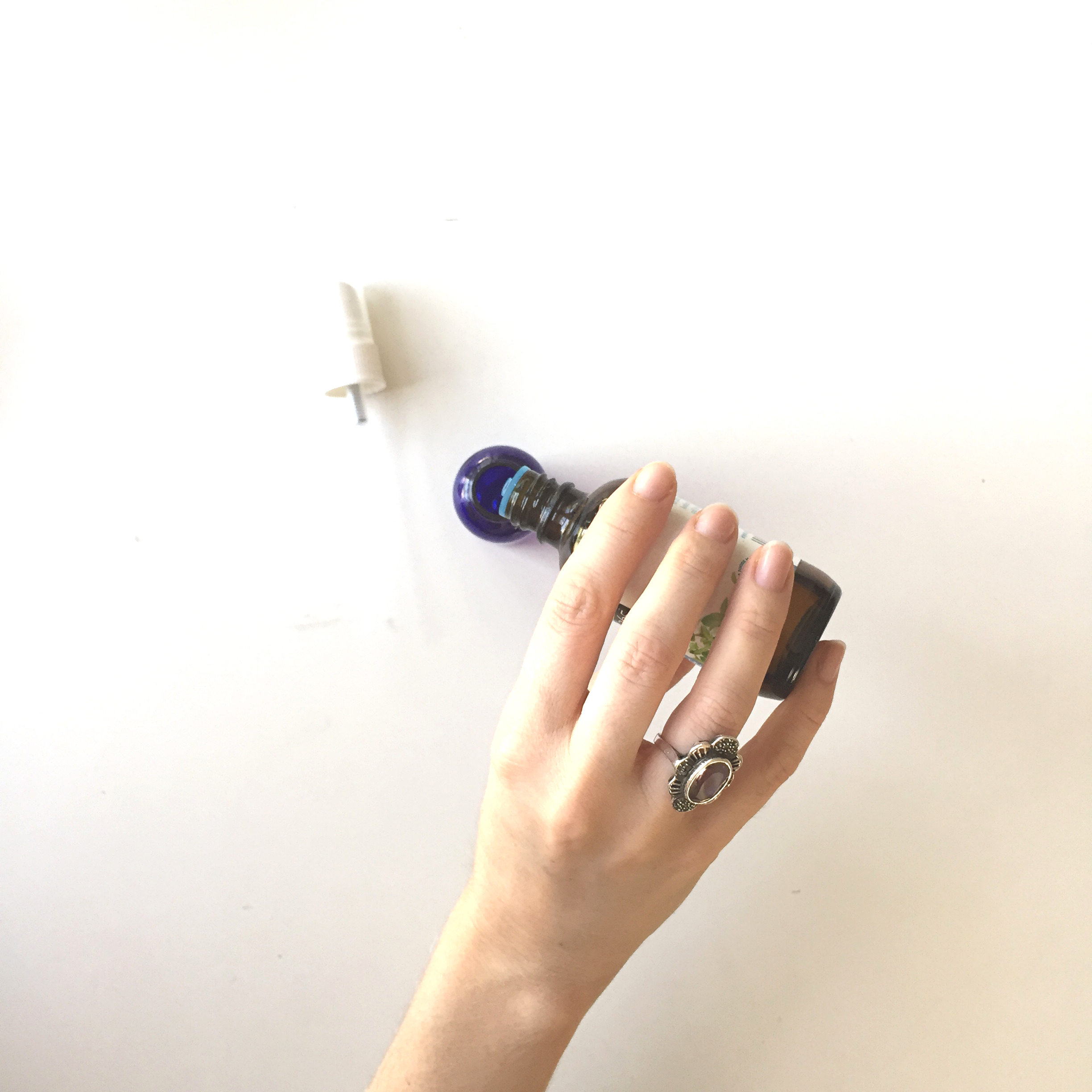 How to Make Easy Cooling Misting Spray DIY with Essential Oils