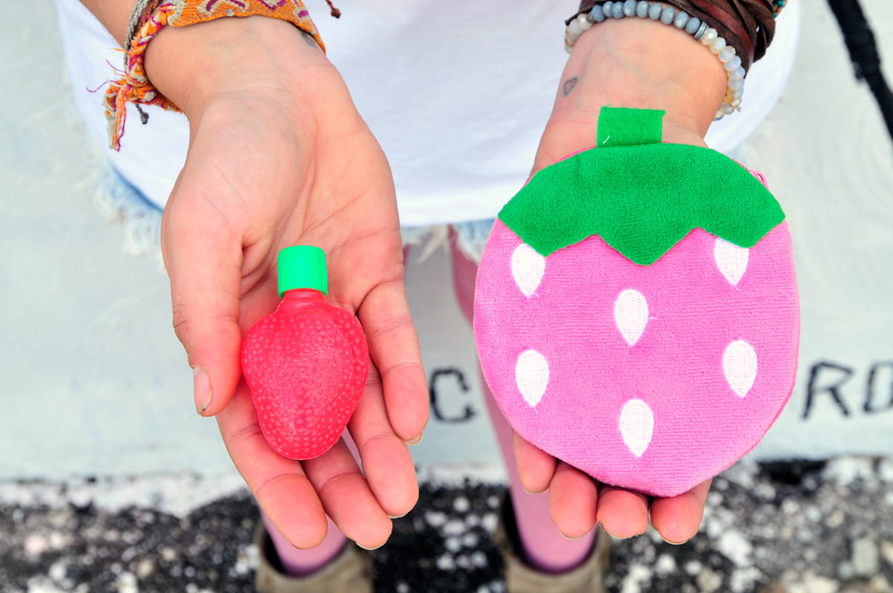 strawberry-coin-purse-with-strawberry-candy