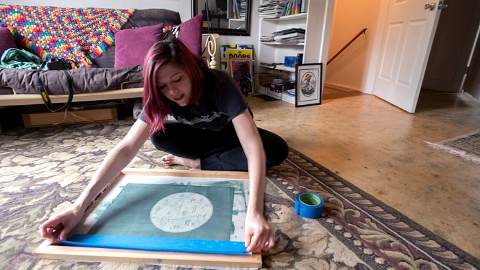 Lauren Feehery el Fury screen printing the moon at her house