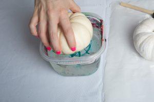 dip-the-pumpkin-marbled-nail-polish-pumpkins