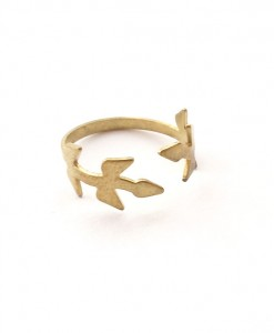 ivy-ring-olive-branch-brass-ring-side-view