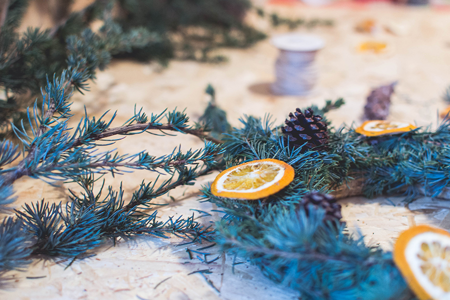 DIY Natural Christmas Wreath Process