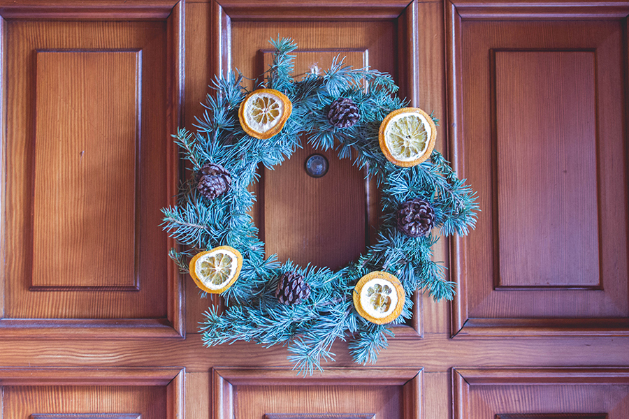 Final result for DIY Natual Christmas Wreath tutorial