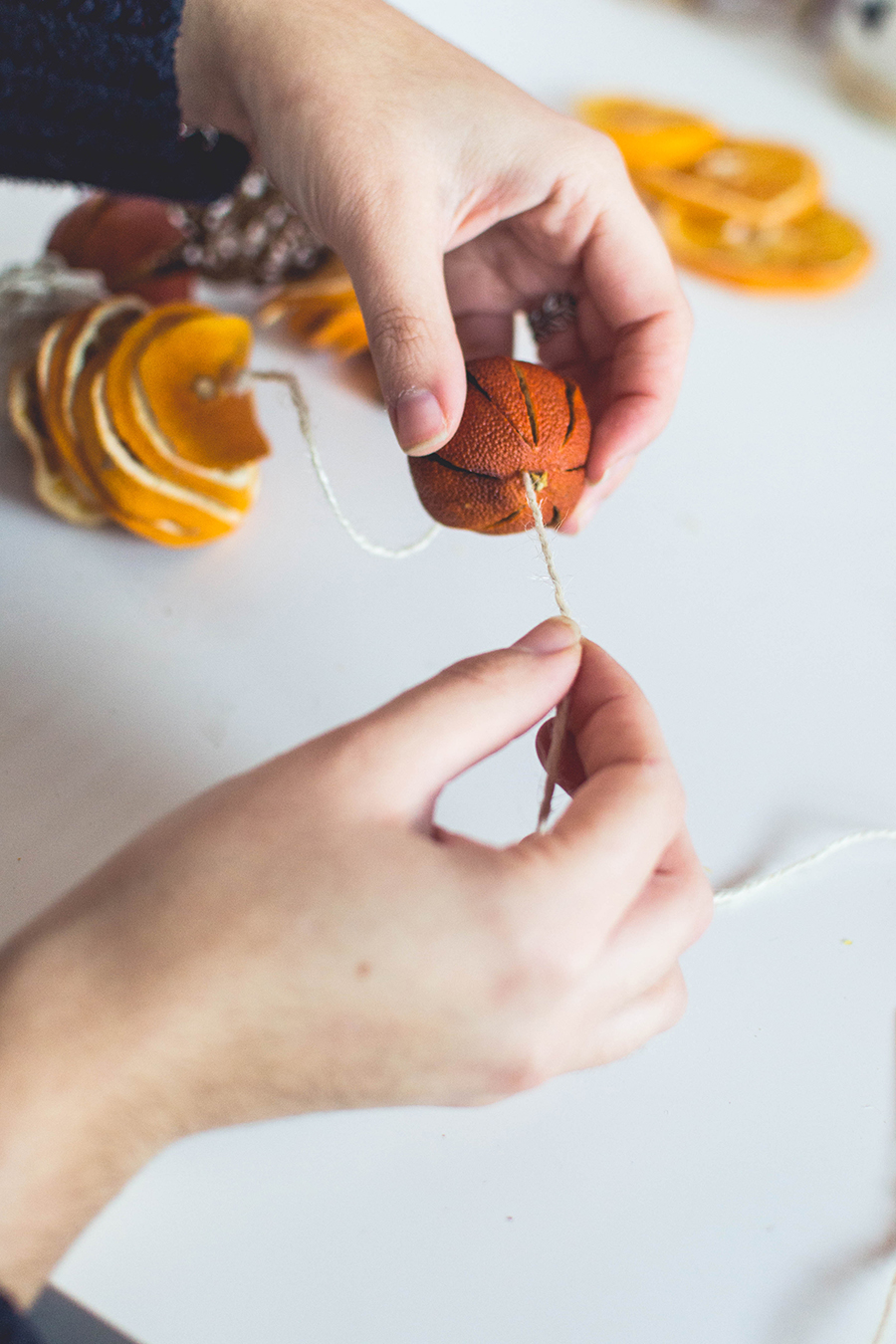 Add clementines to your DIY winter scented garland
