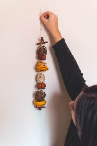 How to make your own DIY winter scented garland