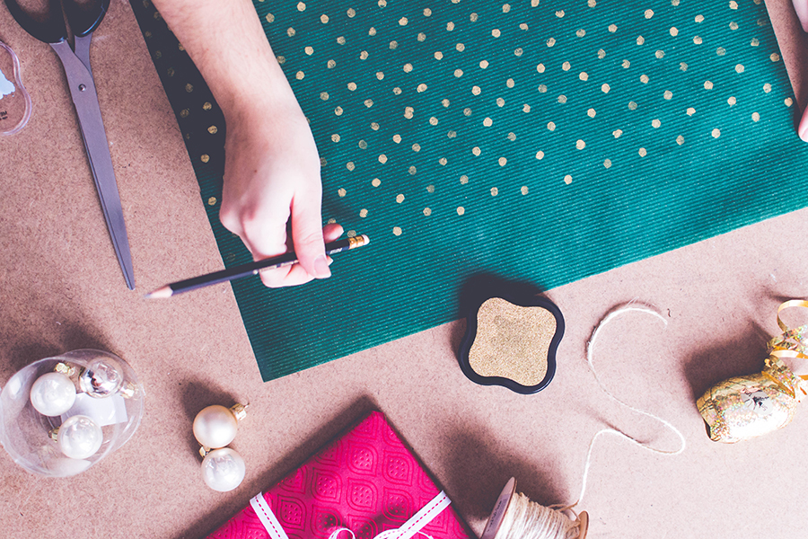 3 DIY Wrapping Ideas: How to customize your wrapping paper